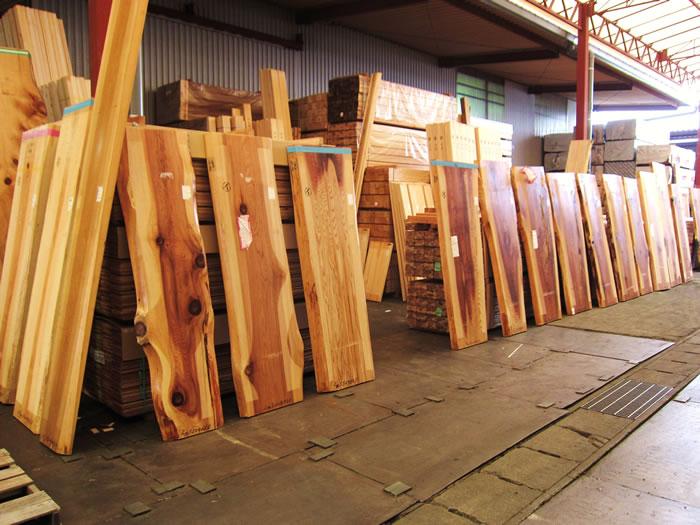 豊富な木材の品ぞろえが魅力